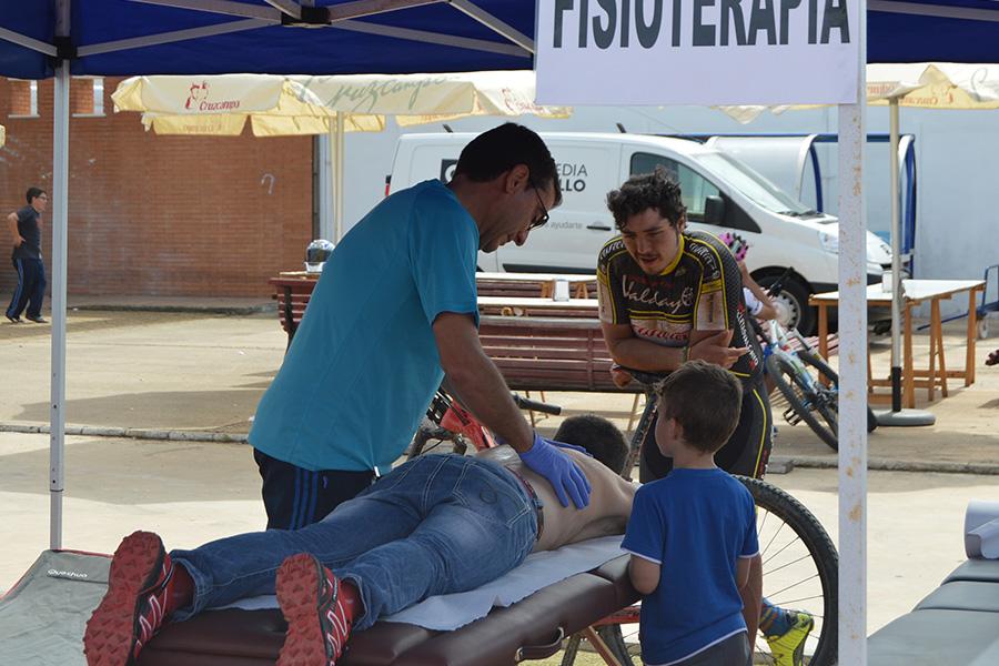 Los profesionales de Ortopedia Gordillo volverán a atender a los ciclistas de la 'Huelva Extrema'