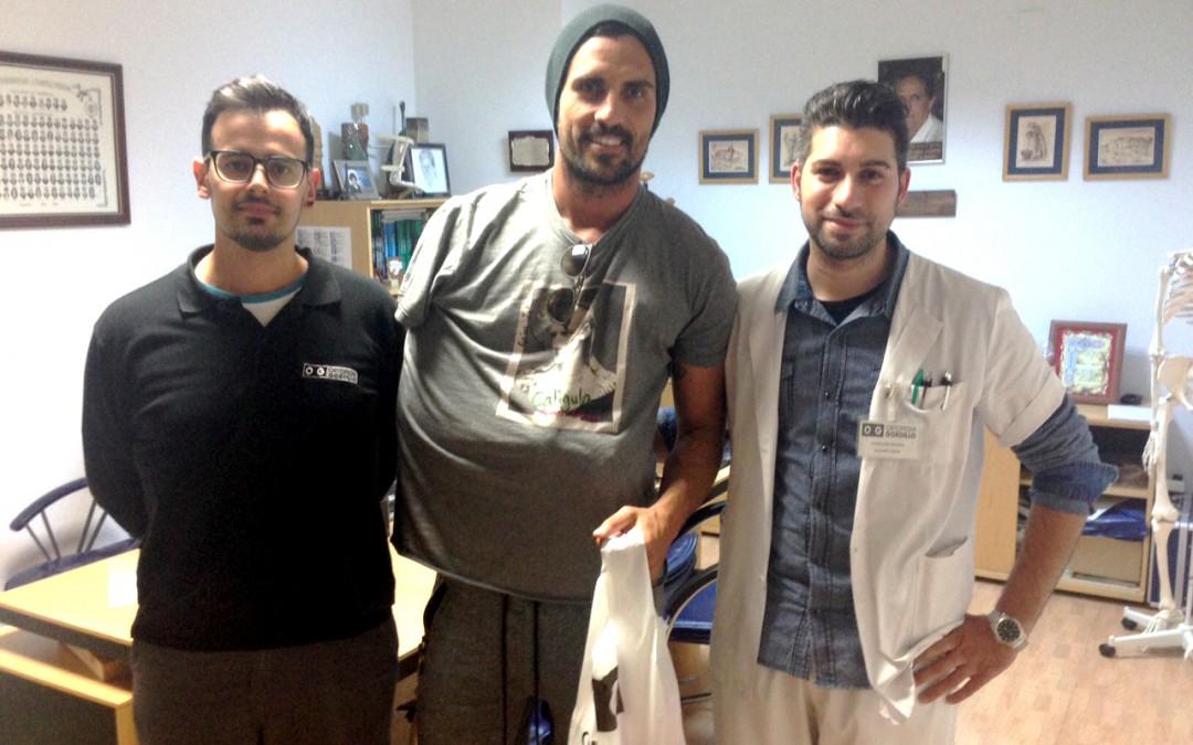 Ortopedia Gordillo colabora con el Recreativo proporcionando al jugador Arthuro una órtesis para su lesión de hombro